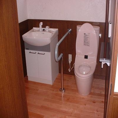 車椅子でも大丈夫なトイレです♪